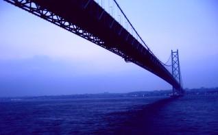 明石海峡大橋をフェリーから