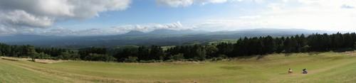 あざみ台展望所からの風景をパノラマ風に合成