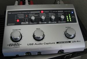 UA4-FX。ファンタム電源付マイク端子まである。まず使わないと思う。