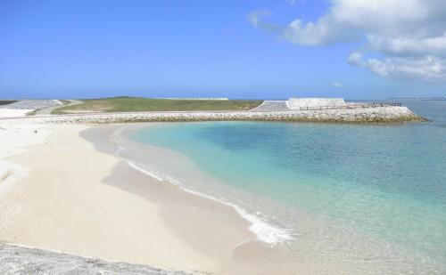 トロピカルビーチと反対側の雰囲気の良い砂浜ですが、ここは遊泳禁止とのこと