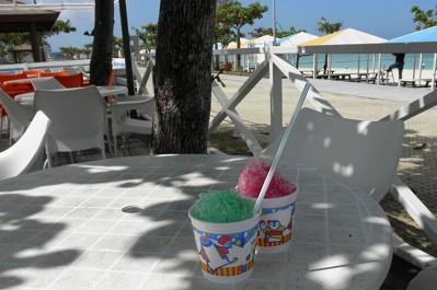 ビーチも結構人が入っていましたし、日差しも強く熱いのでかき氷を食べました