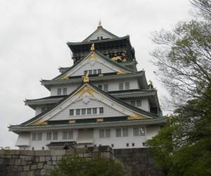 夕方の大阪城。なお、日本人より外国人観光客が多かったです。