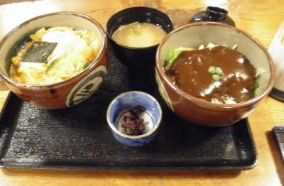 「味司野村」の子膳。両タイプの「カツ丼」が楽しめるなかなかヘビーなセットです…。