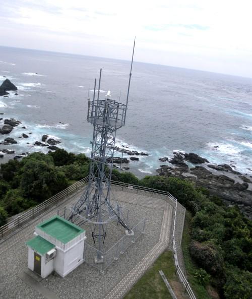 太平洋が一望出来、水平線がやや曲線になっています。灯台横にあるアンテナは何のものだろうと思いましたが特に説明書きは存在せず。
