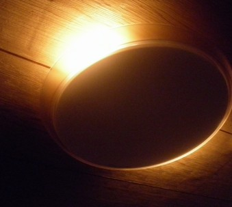 「くつろぎの光」モード。写真だと明るく見えますが実際は最大でも暗いです。