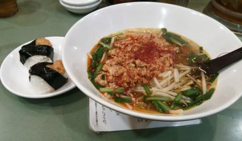 コムテック後、喫茶店に入ろうと思ったら時間が遅く全滅だったので、駅ナカのラーメン屋で台湾ラーメン(と、てんむす)です。辛さは普通にしたのに辛い物好きのわたしでも結構ピリピリと刺激を感じました。