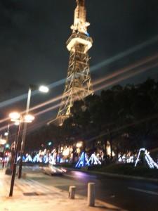 夜の名古屋テレビ塔はキレイです。(スマホ撮影なのでピンぼけ…)