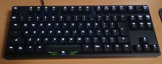 全点灯状態(CapsとScrLkを除く)。やはり白色は見やすくて実用的です。