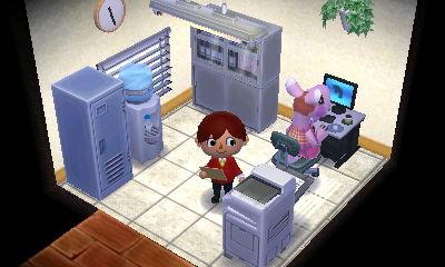 奥は職員室です。個人経営なので一人分のスペースですがめちゃくちゃ忙しそうな職場だなあと。
