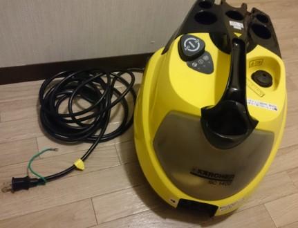 ケルヒャー スチームクリーナー「SC1402」。見た目は業務用の掃除機のようです。
