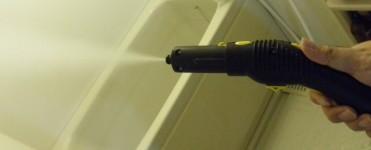ノズルを付けずに空打ちしたところ。勢いと音は写真以上のインパクトです。