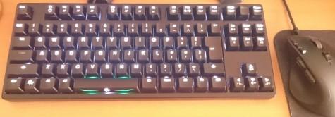 「S」キーを含め、完全に光りました。(なお前回のレポートでお伝えしましたが「Caps」と「ScrLk」は有効にならないと光りません)