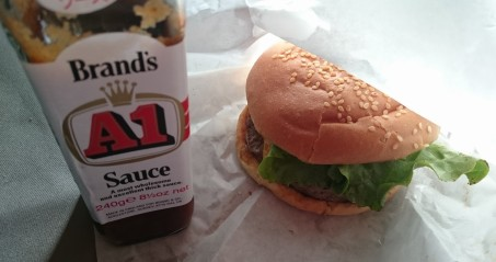 個人的に最もA1ソースと相性が良いと思ったのはハンバーガーです。