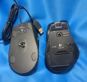 最後に背面。どちらもレーザー式ですが、m500t(左)は有線なので電池ボックスもスイッチもなくシンプルです。ソールのデザインもG700と違って一般的です。