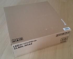 届いた箱。店頭向けではない事もあり、かなりシンプルです。