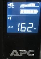 UPSで消費電力を確認したところ(ディスプレイ込み)。アイドル時は前回のRadeonより10W高いですが、GeForceはピークで低い結果となりました。