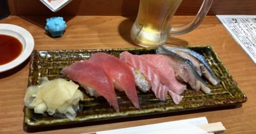 晩ご飯はキュッパと一緒に寿司。