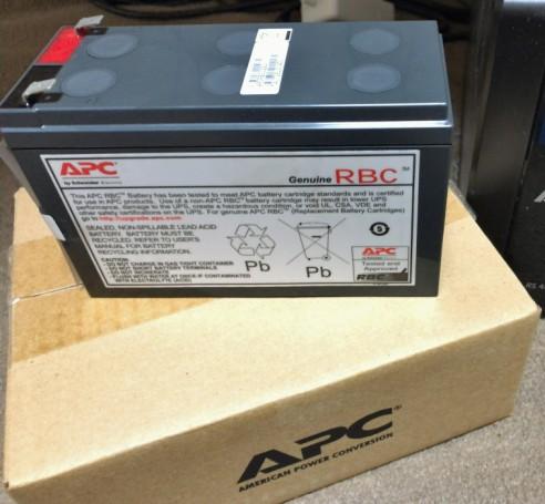 RS400の純正バッテリ。8500円でした。