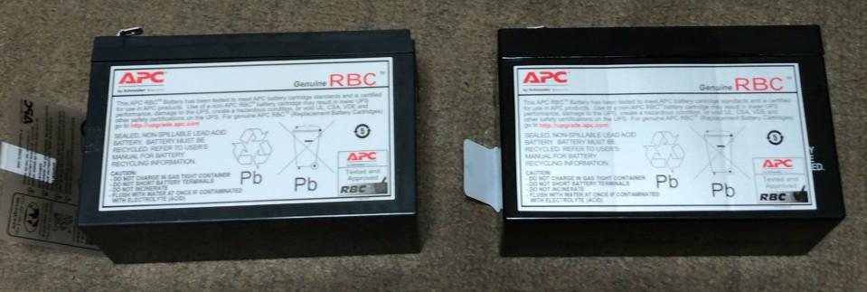 新品(左)と使用済(右)。ほぼ変わりません。ちなみに新バッテリは中国製。