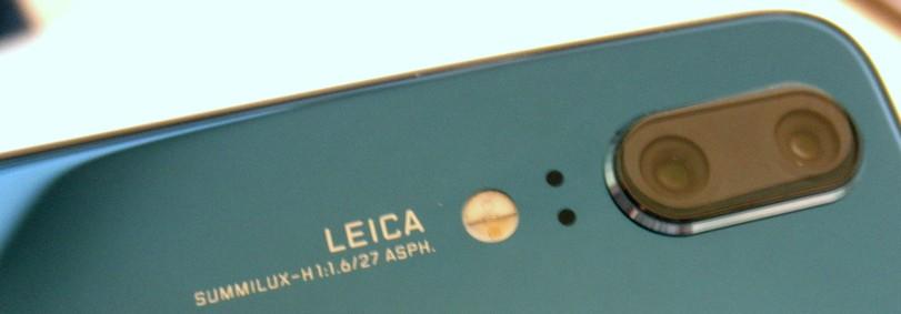 2000万画素のモノクロカメラと1200万画素のカラーカメラを搭載しています。