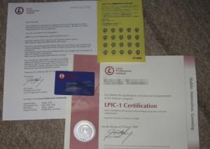 手紙と認定証とカード。シールみたいなのは名刺とかに貼る物。