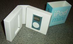 iPod miniのパッケージ。本みたいに展開すると本体が。